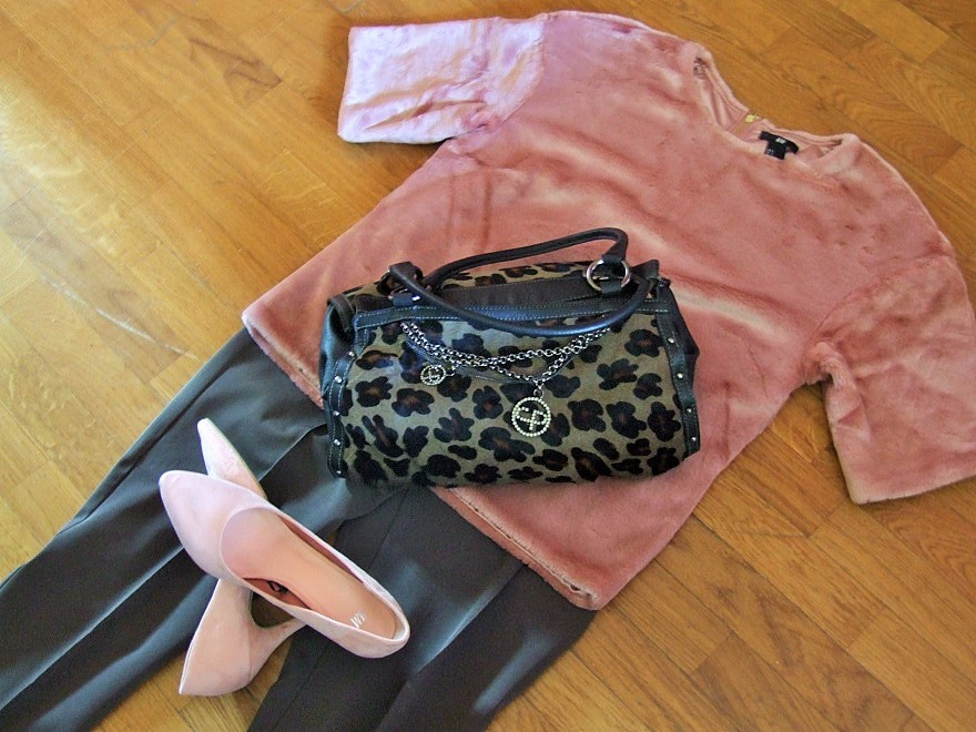 Autumn outfit n.4: pink faux fur & animalier